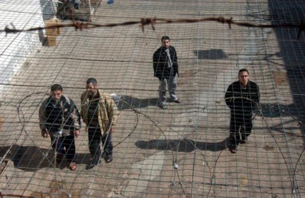 أسرى الجهاد الإسلامي يرفضون تشتيتهم ويقررون الاعتصام بساحات السجون