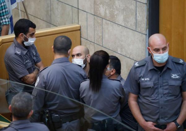 شاهد بالصور: الاحتلال يمدد اعتقال الأسيريْن كممجي وانفيعات 15 يوماً