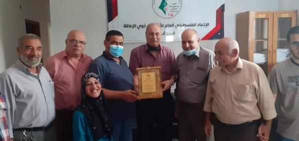 """""""الشخصيات المستقلة"""" تكرم الاتحاد العام لذوي الإعاقة بغزة"""