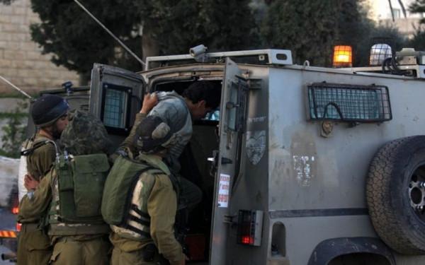 قوات الاحتلال تعتقل ثلاثة شبان في الضفة