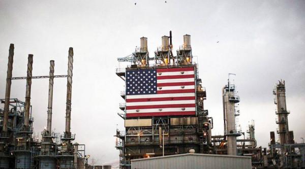 انخفاض أسعار النفط بعد ارتفاع سعر الدولار الأمريكي