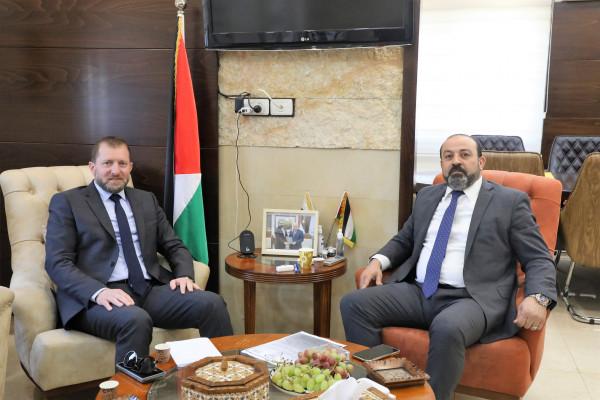 النائب العام يبحث تعزيز التعاون مع الصندوق الفلسطيني لتعويض مصابي الحوادث الطرق