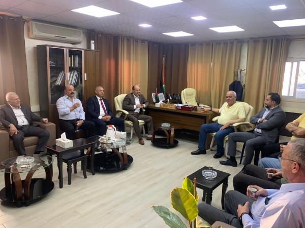 ملتقى رجال الأعمال يجتمع مع مدير مخابرات محافظة الخليل