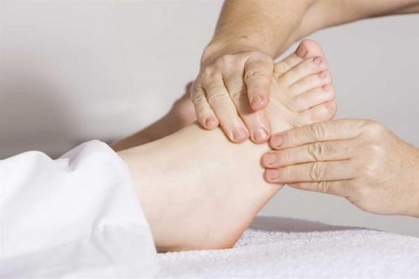 تعرف على الأسباب الرئيسية لتورم القدمين