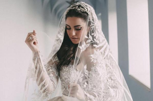 شاهدي: أحدث صيحات طرحات لعروس 2021 من وحي الفنانات