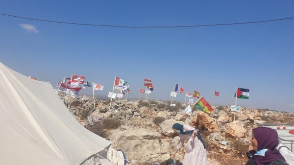 متطوعو جمعية ذنابة الخيرية للثقافة يزورون مخيم الأمم بمنطقة الرأس غرب سلفيت