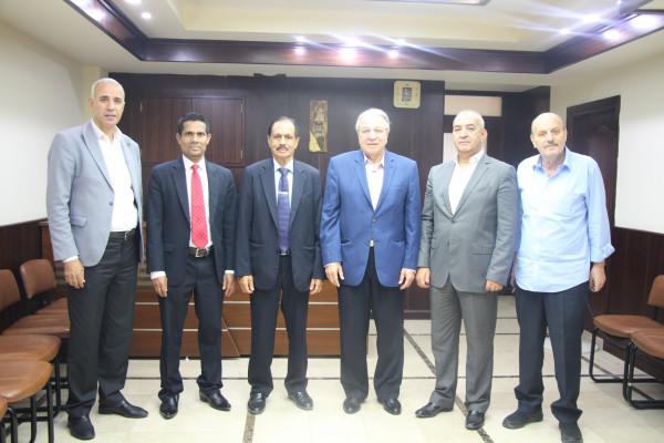 غرفة تجارة نابلس تستقبل السفير السريلانكي وتبحث معه التعاون المشترك