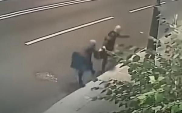 شاهد: محاولة سرقة فاشلة أظهرتها كاميرات المراقبة