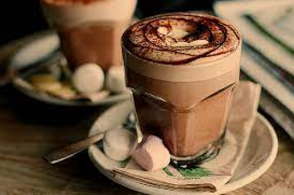 لمحبي المشروبات الساخنة.. إليكم أفضل طريقة لإعداد حليب الشوكولاتة