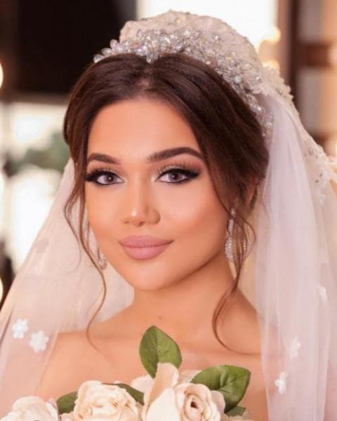أبرز التسريحات لشعر عروس مع أكسسوارات