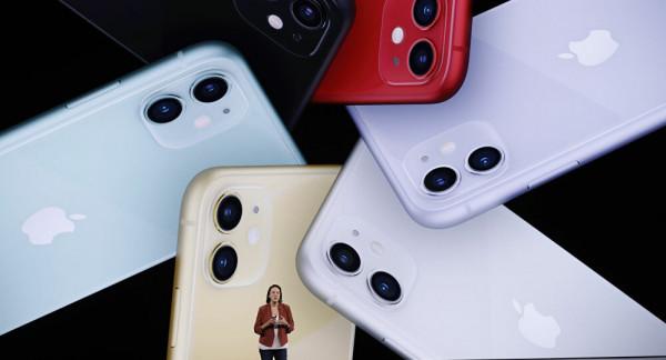 """""""أبل"""" ترصد مشكلة تؤثر على هواتف """"آيفون 13"""" الجديدة"""