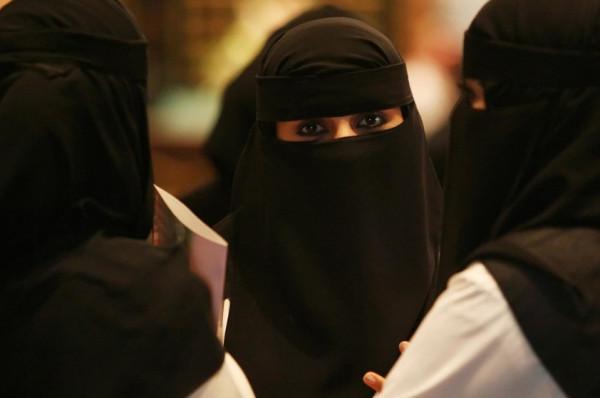 لسبب غريب.. فتاة سعودية تطلب الطلاق من زوجها بعد يومين من زواجمها