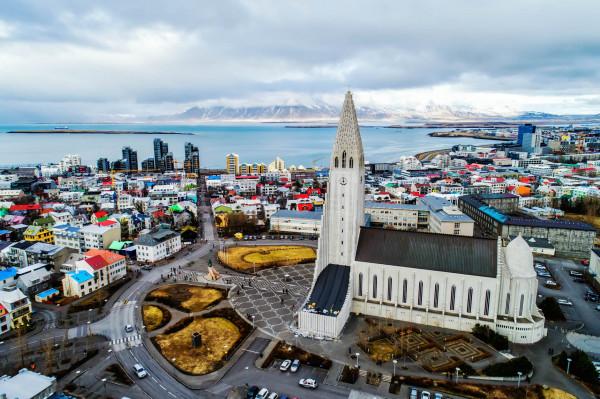 آيسلندا: النساء يفزن بغالبية المقاعد البرلمانية