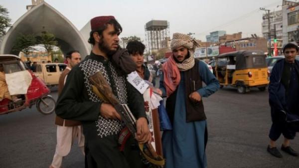 (طالبان) تعلق جثامين أربعة خاطفين على رافعات في هرات