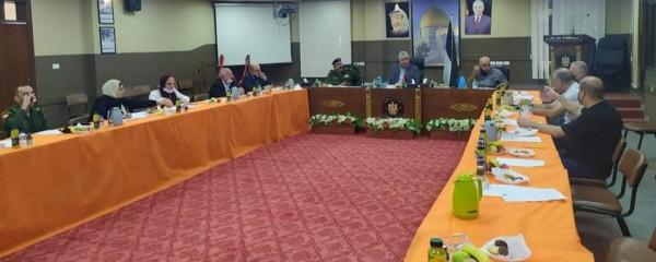 محافظ طولكرم يجتمع مع لجنة الطوارئ للحد من تفشي فيروس (كورونا)