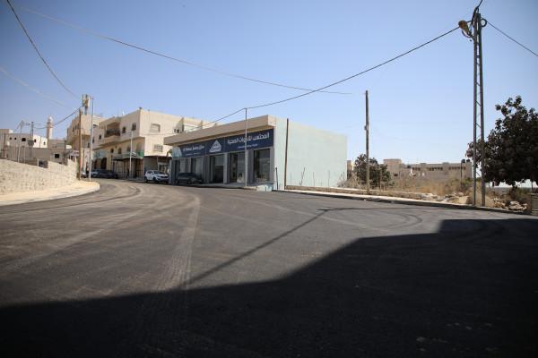 بلدية الخليل تعيد تأهيل وتُعبد شارع الشعابة