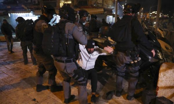 اعتقال شاب خلال مواجهات مع الاحتلال قرب باب العمود