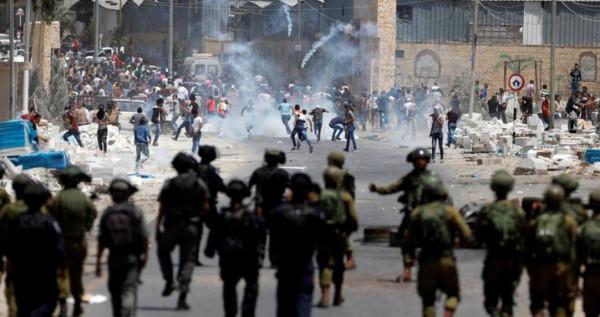مواجهات مع الاحتلال بمنطقة باب الزاوية في الخليل