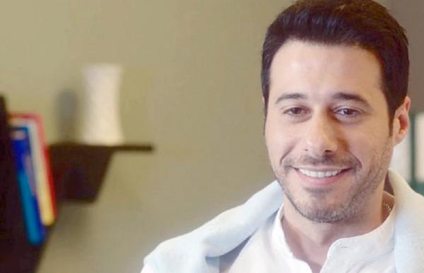 شاهد: نجل أحمد السعدني يُجبر والده على الاعتذار منه