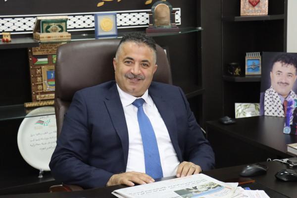 رئيس بلدية بيتونيا يدعو إلى الالتفاف حول منظمة التحرير الفلسطينية