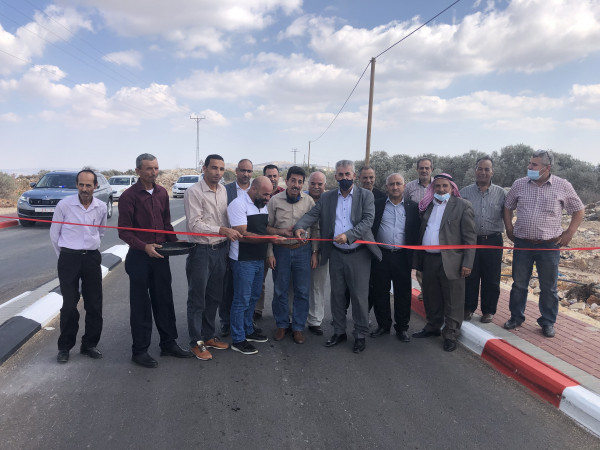 وزير الحكم المحلي يفتتح عدة مشاريع طرق في محافظة جنين
