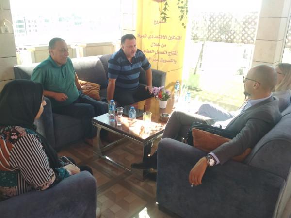 فريق المركز الفلسطيني للاتصال والسياسات التنموية يعقد لقاءً مع ممثل جمهورية ليتوانيا