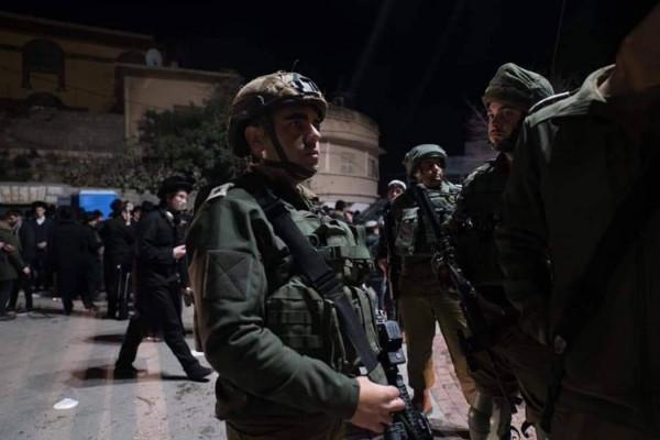 قوات الاحتلال تعتقل أربعة مواطنين من الخليل