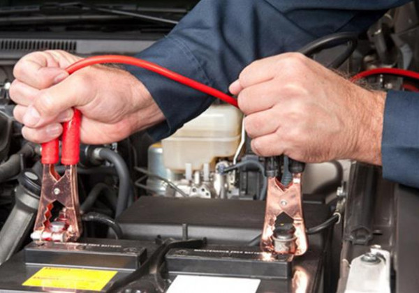"""تعرف على طريقة تشغيل السيارة من خلال """"القفزة الكهربائية"""""""