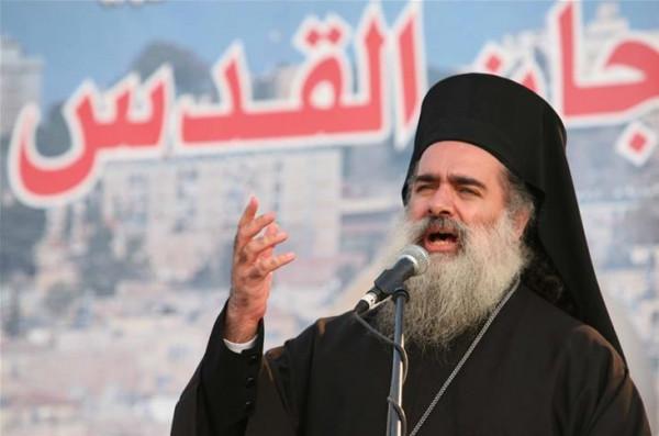 المطران حنا: الاحتلال يتمادى في غطرسته وما حدث في المقبرة جريمة