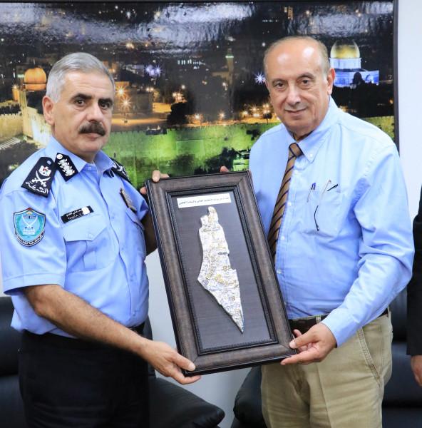 أبو مويس يُقدّم التهاني لمدير عام الشرطة ويبحث معه تعزيز التعاون
