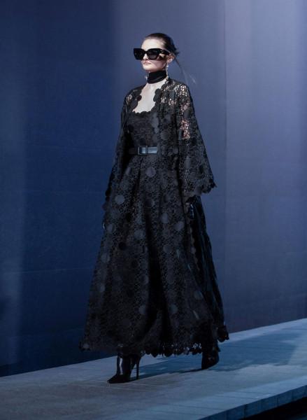 فستان سهرة للمحجبات باللون الأسود