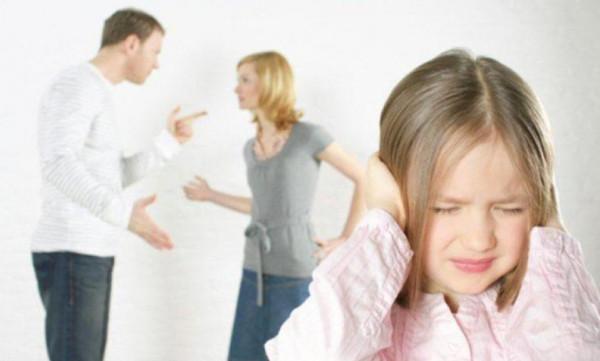 تعرفي على التأثيرات السلبية للمشاكل العائلية على طفلك