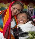 """""""إمام"""" جزائري مسلم يعقد الزواج على شاذتين """"جنسيا"""" إيرانيتين مسلمتين أيضاََّ!!"""