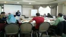 مركز الديمقراطية وحقوق العاملين يختتم دورتين تدريبتين الاولى في التوثيق ورصد الانتهاكات والثانية في الصحة والسلامة المهنية