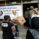 الفرقان توزع طرود غذائية على عدد من النازحين والمحتاجين في مخيم عين الحلوة