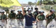 بالصور: قوات الاحتلال تقمع مسيرة المعصرة الاسبوعية