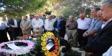 في الذكرى 13 لاستشهاده د.غنام تضع اكليلا من الزهور على ضريح الشهيد أبو علي مصطفى
