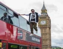 """شاهد.. الصورة التي فضحت خداع """"ساحر لندن"""""""