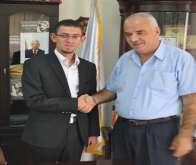 رئيس بلدية سلفيت يسلم رئيس مجلس محلي شبابي سلفيت عادل شتية رئاسة بلدية سلفيت