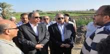 حماد يواصل جولاته الميدانية ويزور عدة قرى بأسيوط وأبوتيج