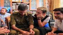 """ماذا وجد الضابط """"إيتان"""" عقب دخوله لأول مرة النفق الذي فقد فيه الأسير الإسرائيلي """"هدار غولدن""""-صور"""