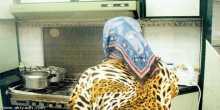 فيديو لخادمة سارقة في السعودية حاولت الهروب بزي الرجل