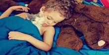 بالصور..الأطفال والقطط.. ضحك ولعب وجد وحب وبراءة وشقاوة