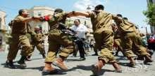 """جنود """"ديمونا"""" رقصوا بملابس نسائية بعد عودتهم من غزة"""