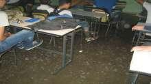 بالصور.. المياه تغمر الصفوف: معاناة الشتاء مع طلاب مدرسة بحي الشجاعية تضررت بالحرب الأخيرة