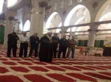 الأقصى يئّن : 8 مُصلّين داخل المسجد فقط !