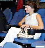 بالصور.. حذاء بيرين سات يسبب نوبة ضحك لجمهورها