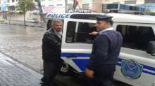 الشرطة تقدم  العون للمواطنين خلال السيول والأمطار الغزيرة في الخليل