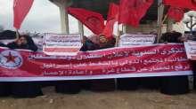 المئات من النسوة يعتصمن في خزاعة للمطالبة بالإسراع في إعادة إعمار غزة