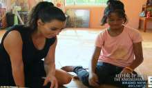 طفلة تأسر قلب كيم كاردشيان وتُحاول تبنيها .. لكن الطفلة ترفض والسبب؟